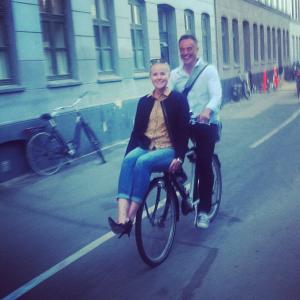 Lærke og Ole på cykel